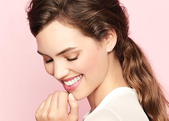 Learn how to apply limited-edition Beauty That Counts Baked Cheek Powder from Mary Kay.